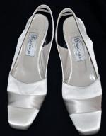 Beautiful satin shoes. Size 7