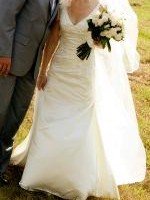Beautiful Pronovias 'Halo' Ivory Wedding Dress