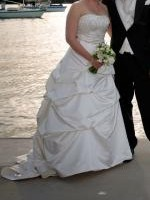 English Boutique Stunning Strapless Wedding Gown
