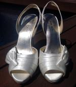Size 7.5 Nine West White Fabric Heels.