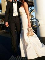 Spectacular OSCAR DE LA RENTA ivory taffeta mermaid wedding gown. Size 8.