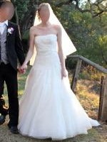 Stunning LA SPOSA BY PRONOVIAS 'Miquela' guipure lace and tulle strapless A-line gown. Worn once. Size 8