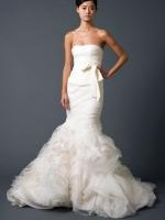 Exquisite VERA WANG Gemma with ivory blizzard beading. Worn once. Size 8-10