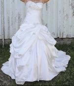 Stunning heart shape strapless Wedding Dress by ROZ LA KELIN