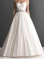 Stunning & elegant white wedding dress