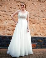Stunning wedding gown with short train 'Nicolina Leila'