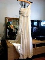 Unworn Lisa Ho grecian style one-shoulder cream silk chiffon dress