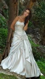Stunning strapless wedding dress 'Pericon' by Roz la Kelin
