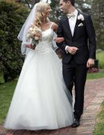 Classic Fairytale Ivory Lace & Tulle Backless Princess Wedding Dress
