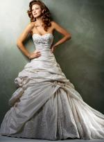 Stunning waist line! Maggie Sottero SaBelle full gown with lace closure