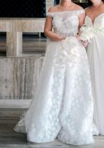 Near New Pallas Couture Wedding gown And Veil