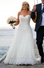 Stunnig David Tutera Wedding Dress and Matching Veil