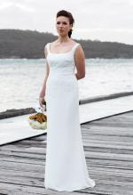 Pronovias 'Belwe' size 10-12. Stunning off-white gown with chantilly lace