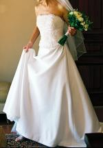 Elegant strapless wedding dress with delicate beading