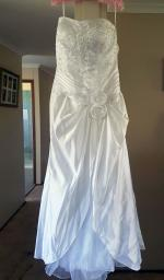 Beautiful Strapless Wedding Dress Comes with Veil and Hoop