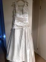 New elegant wedding dress with beautiful beading
